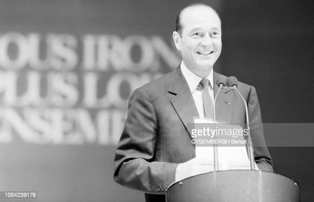 Lyon France avril 1988 Election présidentielle des 24 avril et 8 mai 1988 Campagne électorale de Jacques CHIRAC candidat du RPR Ici souriant derrière...