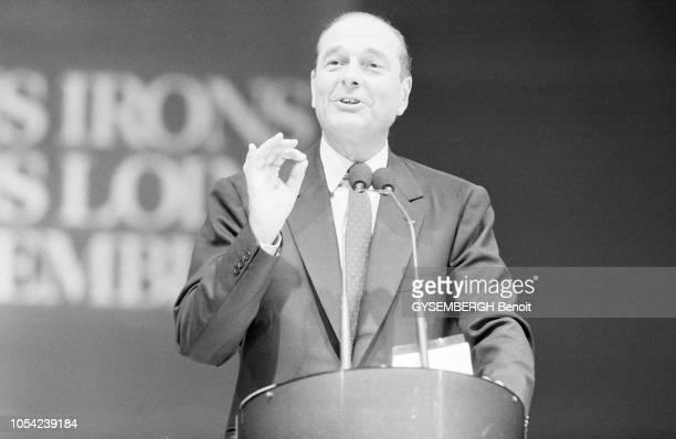 Lyon France avril 1988 Election présidentielle des 24 avril et 8 mai 1988 Campagne électorale de Jacques CHIRAC candidat du RPR Ici parlant avec les...