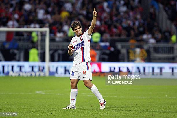 Lyon's Brazilian midfielder Juninho celebrates after defeated Lille 4-1 in the French L1 football match Lyon vs. Lille, 23 September 2006 at the...