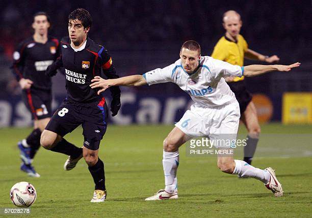 Lyon's Brazilian midfielder Juninho vies with Eindhoven Belgian midfielder Timmy Simmons during their Champions League football match Lyon/PSV...