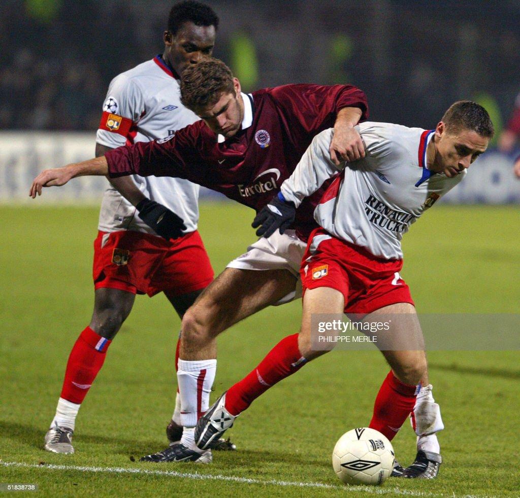 Lyon's midfielder Florent Malouda (L) an : News Photo