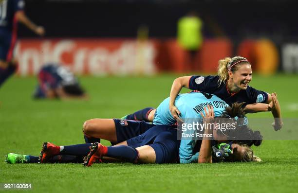 Lyon players celebrate winning the UEFA Womens Champions League Final between VfL Wolfsburg and Olympique Lyonnais on May 24 2018 in Kiev Ukraine