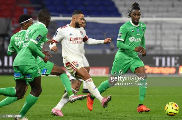 Lyon's Dutch forward Memphis Depay fights for the ball with SaintEtienne's French forward Charles Abi during the French L1 football match between...