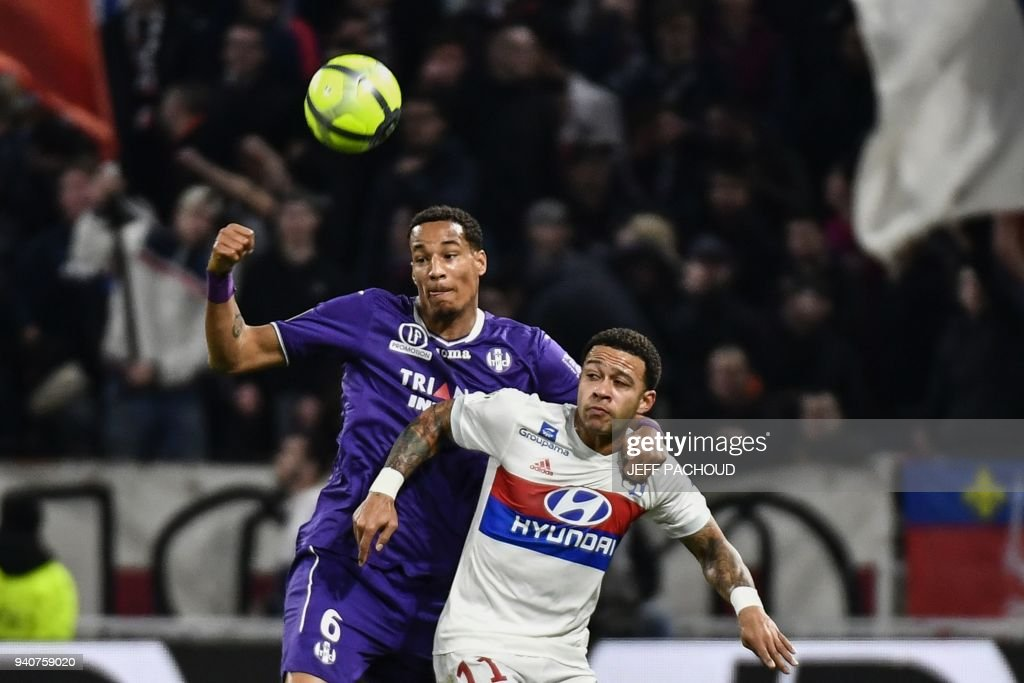 FBL-FRA-LIGUE1-LYON-TOULOUSE : News Photo
