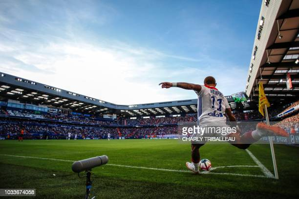 Lyon's Dutch forward Memphis Depay kicks a cornerkick during the French L1 football match between Caen and Lyon on September 15 at the Michel...