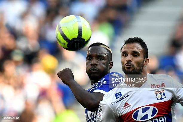 Lyon's French defender Jeremy Morel vies with Troyes' Malian forward Adama Niane during the French L1 football match Olympique Lyonnais vs ESTAC...