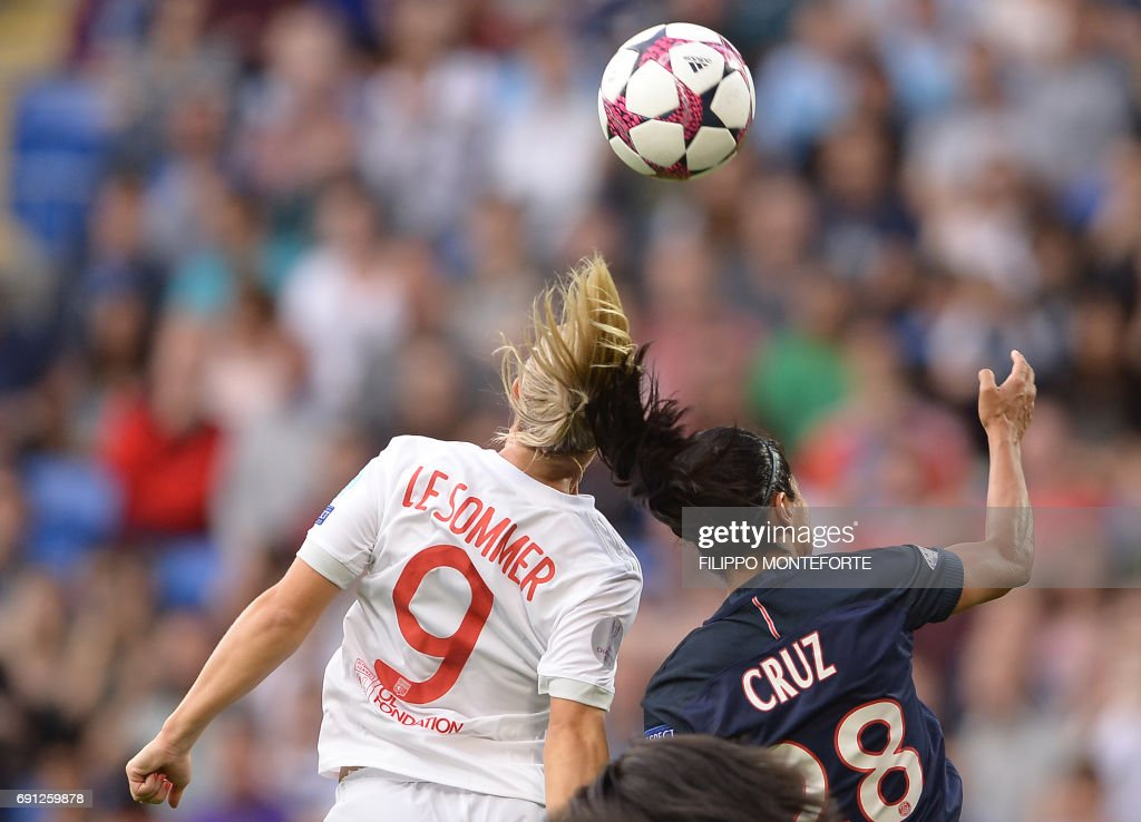 TOPSHOT - Lyon's French midfielder Eugenie Le Sommer (L) vies with Paris Saint-Germain's French midfielder Shirley Cruz Trana during the UEFA Women's Champions League final football match between Lyon and Paris Saint-Germain at the Cardiff City Stadium in Cardiff, south Wales, on June 1, 2017. / AFP PHOTO / Filippo MONTEFORTE