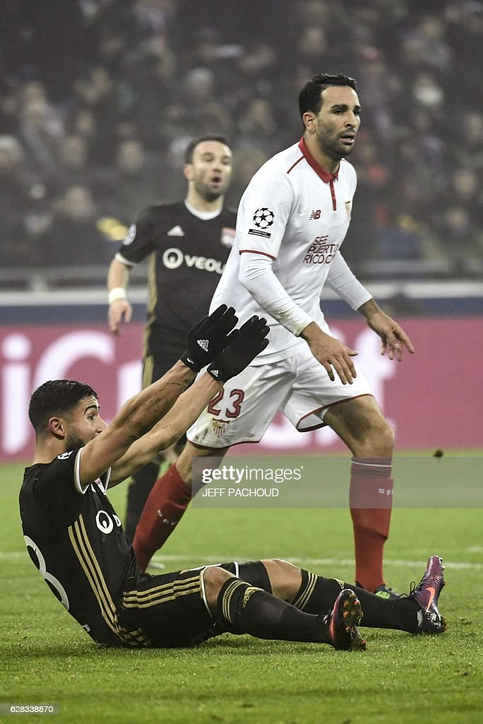 Lyon's French midfielder Nabil Fekir (C) reacts after falling during the UEFA Champions League Group H football match between Olympique Lyonnais (OL) and FC Sevilla at the Parc Olympique Lyonnais in Décines-Charpieu near Lyon, southeastern France, on December 7, 2016. / AFP / JEFF