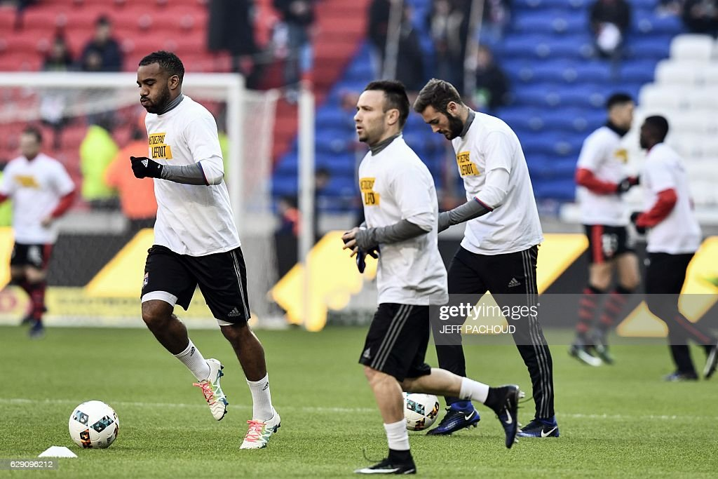 Lyon's players warm up before the French L1 football match between Lyon and Rennes at the Parc Olympique Lyonnais stadium in Decines-Charpieu, central-eastern France, on December 11, 2016. / AFP / JEFF