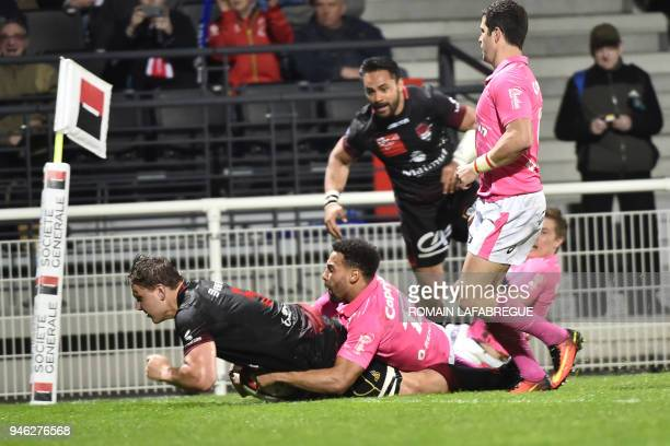 Lyon's South African lock Etienne Oosthuizen scores a try during the French Top 14 rugby union match between Lyon and Stade Francais on April 14 2018...