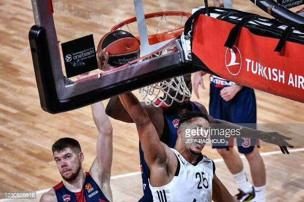 Lyon-Villeurbanne's French player William Howard tries to score despite Baskonia's defenders during the Euroleague basket ball match between ASVEL...
