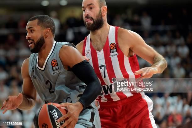 Lyon-Villeurbanne's US guard Jordan Taylor vies with Olympiacos' Greek guard Vassilis Spanoulis during the Euroleague basketball match between LDLC...