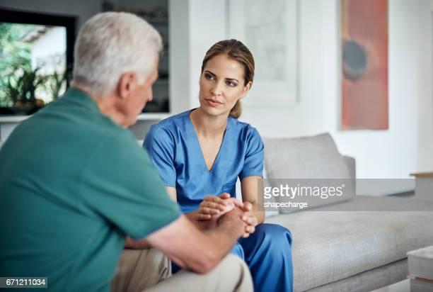 estoy aquí para siempre - enfermera fotografías e imágenes de stock