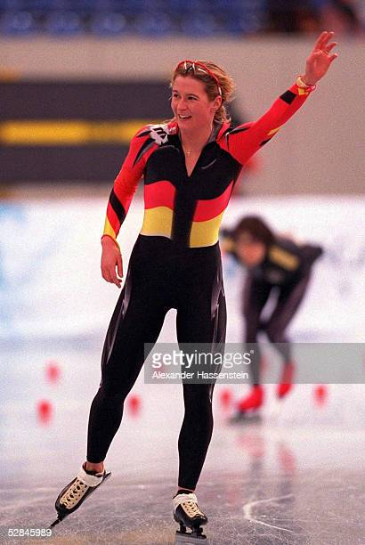 EISSCHNELLAUF NAGANO 1998 3000 m Frauen 110298 Claudia PECHSTEIN SILBER MEDAILLE/SILBERMEDAILLE/JUBEL