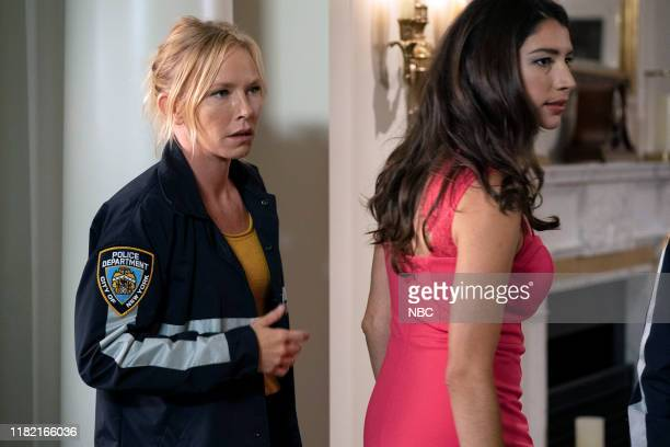 UNIT I'm Going to Make You a Star Episode 21001 Pictured Kelli Giddish as Detective Amanda Rollins Jamie Gray Hyder as Katriona Kat Azar Tamin