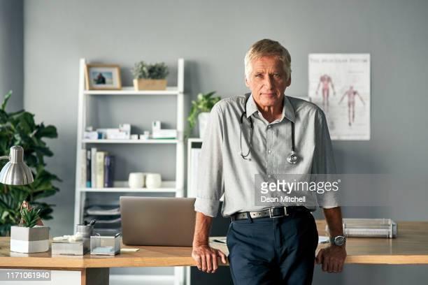je suis là pour t'aider à aller mieux. - cabinet médical photos et images de collection