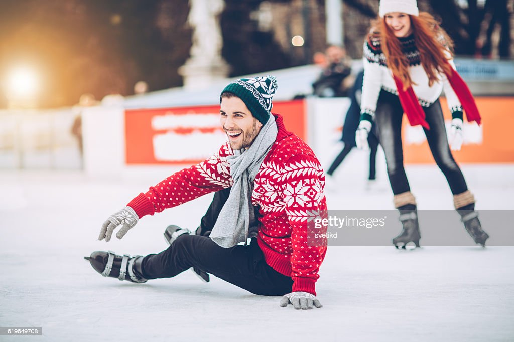 Todavía estoy aprender a una pista de patinaje sobre hielo : Foto de stock