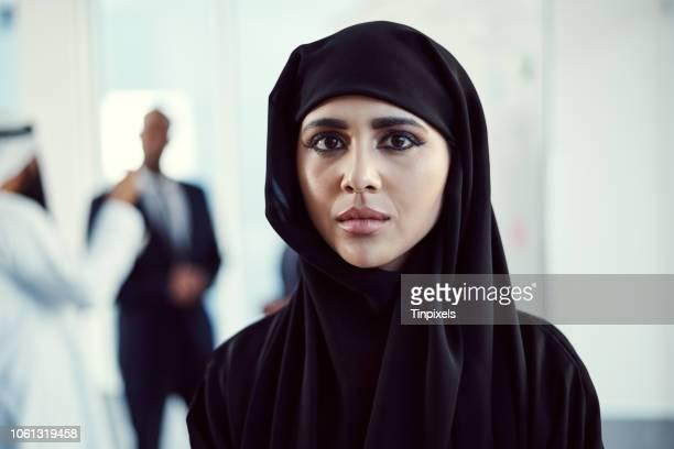je suis jeune et ambitieux - arabie saoudite photos et images de collection