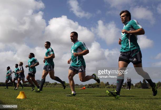Ma'a Nonu Sonny Bill Williams Alby Mathewson and Conrad Smith run through a fitness test during a New Zealand All Blacks training session at The...