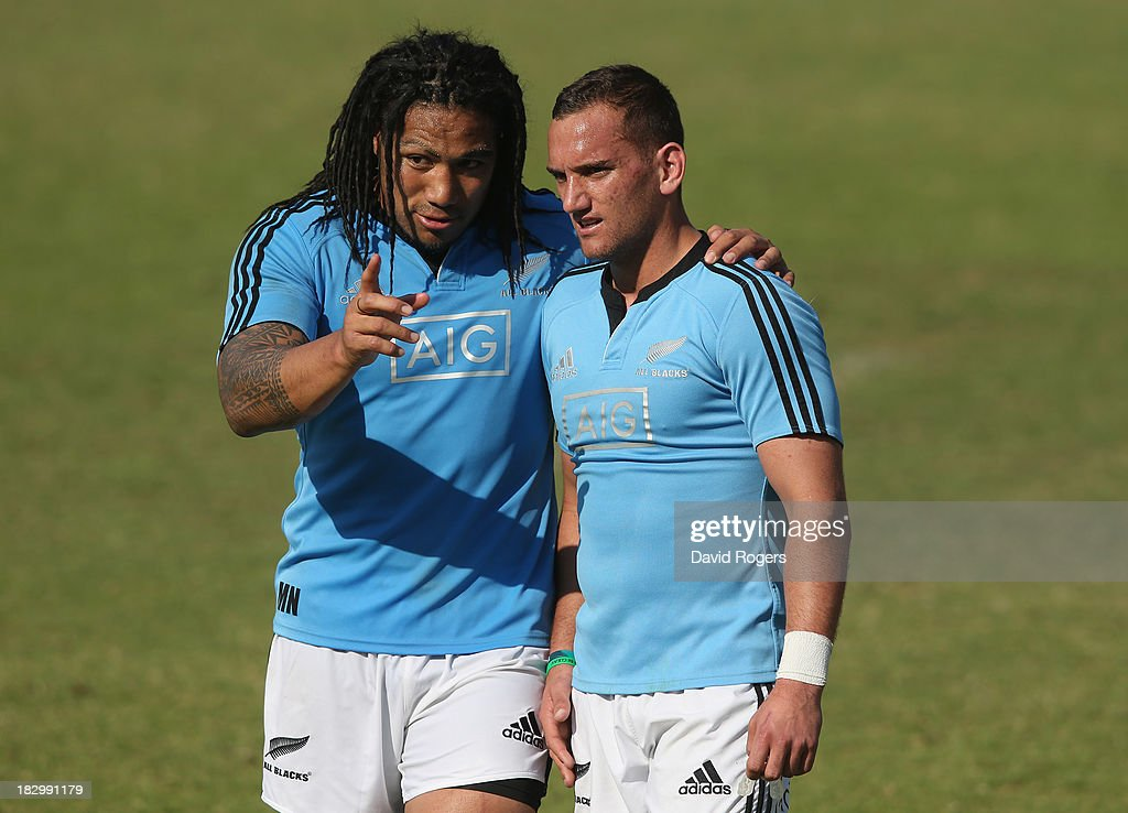 Ma'a Nonu (L) talks tactics with team mate Aaron Cruden during the New Zealand All Blacks training session held at Wits University on October 3, 2013 in Johannesburg, South Africa.