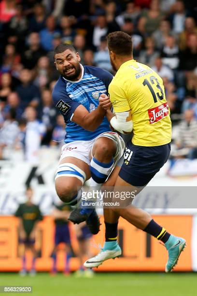 Maama Vaipulu of Castres and Peter Betham of Clermont during the Top 14 match between Castres and Clermont on October 1 2017 in Castres France