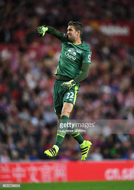 Maarten Stekelenburg of Everton celebrates as Romelu Lukaku of Everton scores their first goal during the Premier League match between Sunderland and...