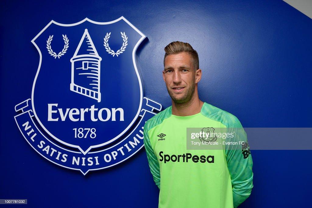 Maarten Stekelenburg Signs A New Contract at Everton