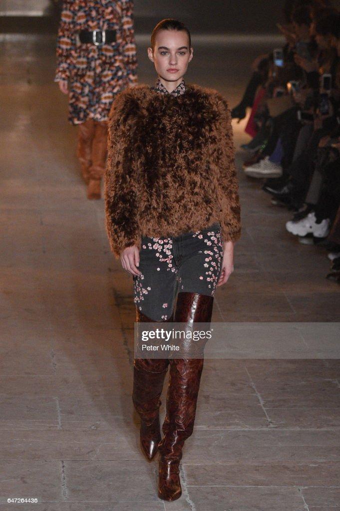 Isabel Marant : Runway - Paris Fashion Week Womenswear Fall/Winter 2017/2018
