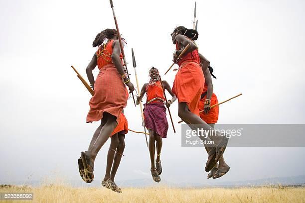 maasai tribesmen - guerrier massai photos et images de collection