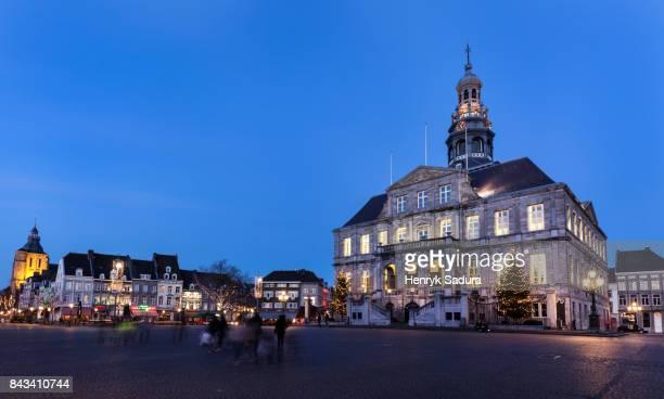 maastricht city hall at night - マーストリヒト ストックフォトと画像