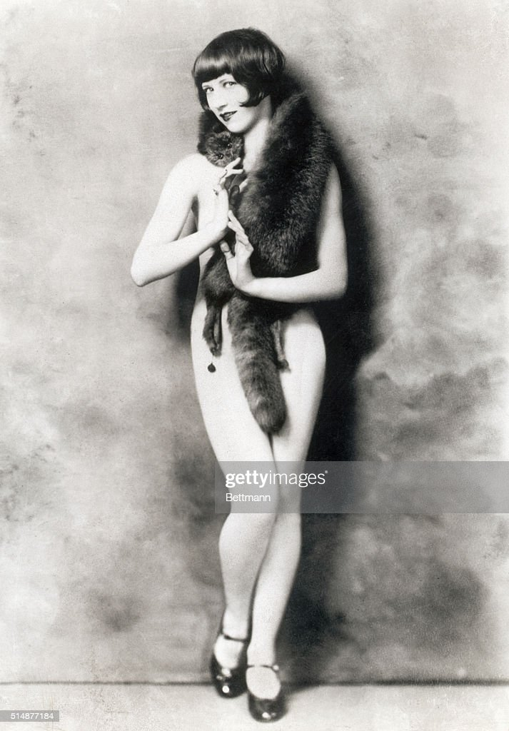 Mabel Boade, Ziegfeld Follies showgirl, 1920's  News Photo - Getty