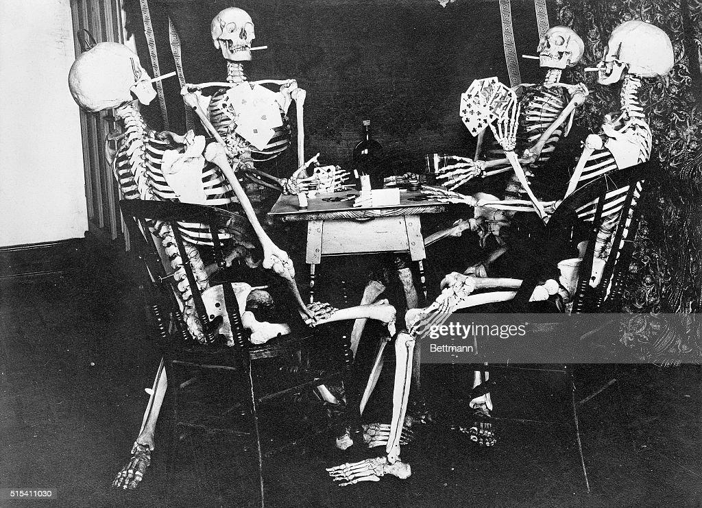 Skeletons Smoking While Playing Bridge : News Photo