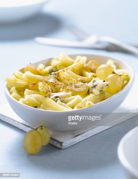 Macaronis,grape and roquefort cheese-topped dish