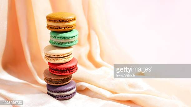 macaroons in different colours as the gift on valentine's day. - ドレープ ストックフォトと画像