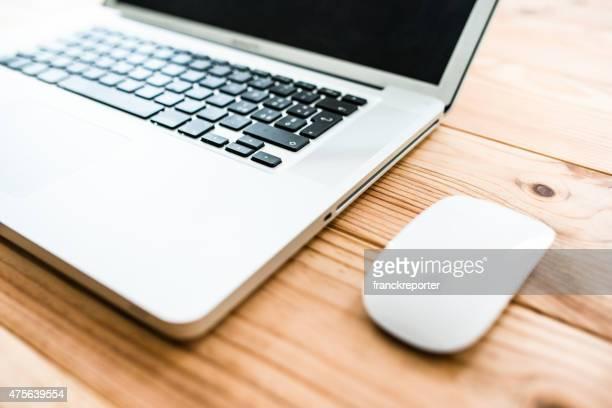 Macbook Pro computadora portátil en el escritorio