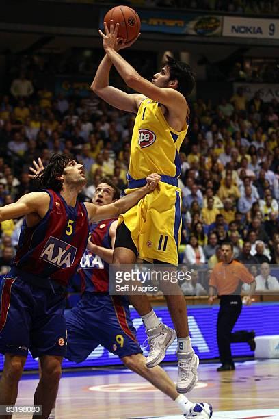 Maccabi Omri Casspi in action during the Euroleague Basketball Quarterfinals Game 3 between Maccabi Elite Tel Aviv vs Axa FC Barcelona at the Nokia...