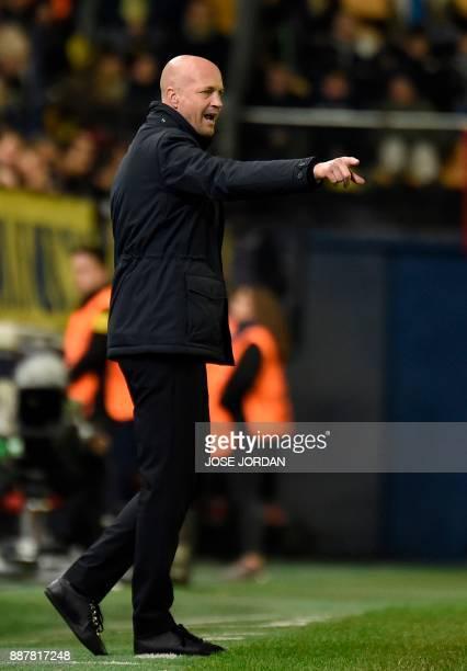 Maccabi Tel Aviv's Dutch coach Jordi Cruyff reacts during the UEFA Europa League group A football match between Villarreal and Maccabi Tel Aviv in...