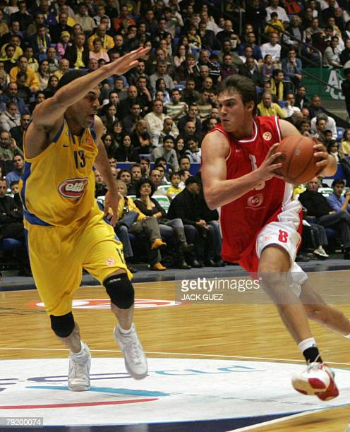 Maccabi Tel Aviv's forward Israeli David Bluthenthal vies with AJ Milan's forward Italian Danilo Gallinari during their Euroleague playoff basketball...