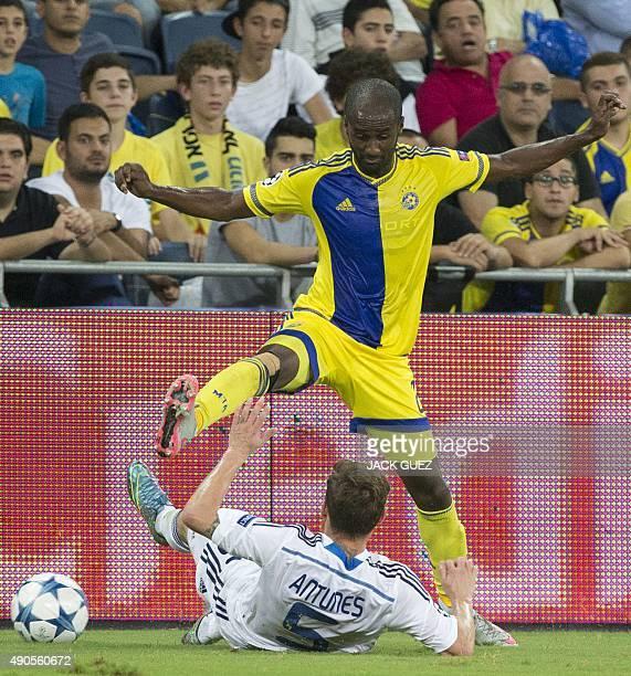 Maccabi Tel Aviv's Israeli defender Eliazer Dasa and Dynamo Kyiv's Portuguese defender Antunes vie for the ball during the UEFA Champions League,...