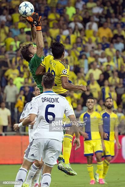 Maccabi Tel Aviv's Israeli midfielder Dor Peretz vies against Dynamo Kyiv's Ukrainian goalkeeper Olexandr Shovkovskiy during the UEFA Champions...