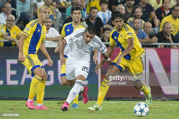 Maccabi Tel Aviv's Israeli midfielder Dor Peretz vies with Dynamo Kyiv's Paraguayan midfielder Derlis Donzales during the UEFA Champions League,...