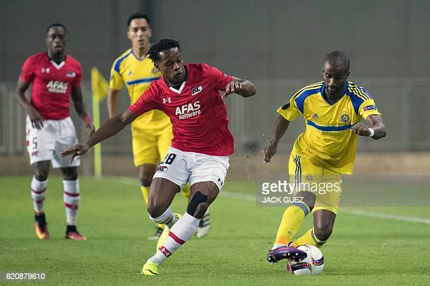 Maccabi's Israeli defender Eli Dasa vies for the ball with Alkmaar's Trinidadian forward Levi Garcia during their UEFA Europa League football match...