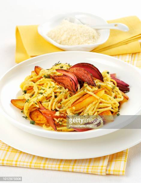 maccheroni alla chitarra (egg pasta with vegetables, italy) - chitarra stock pictures, royalty-free photos & images
