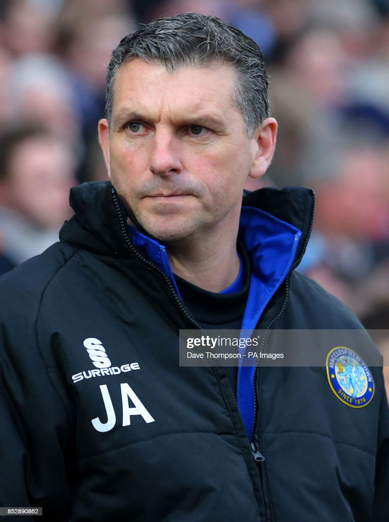 Soccer - FA Cup - Third Round - Macclesfield Town v Sheffield Wednesday - Moss Rose : News Photo