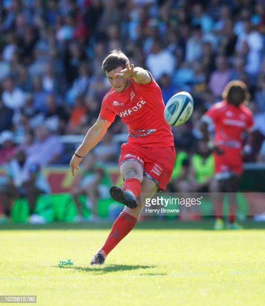 MacGinty of Sale Sharks kicks a penalty during the Gallagher Premiership Rugby match between Harlequins and Sale Sharks at Twickenham Stoop on...