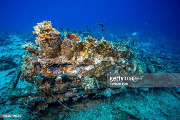 machine debris of a petrol boat wreck at shabruhr umm gamar in the red sea - スクーバダイビングの視点 ストックフォトと画像