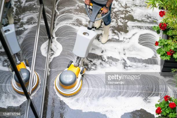 lavaggio a pavimento della lavatrice - pulito foto e immagini stock
