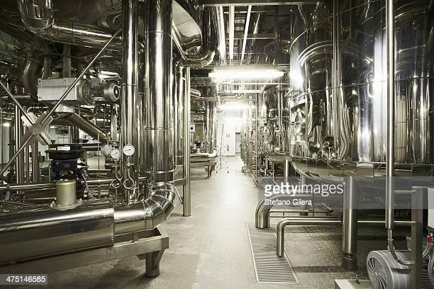 machinery in a brewery - halle gebäude stock-fotos und bilder