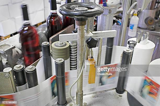 Machinery Labeling Wine Bottles