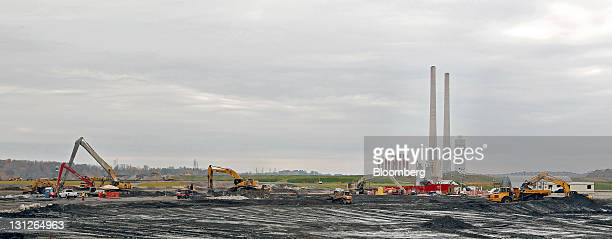 Machines work near the Tennessee Valley Authority Power Plant in Kingston Tennessee US on Thursday Oct 27 2011 In December 2008 the...